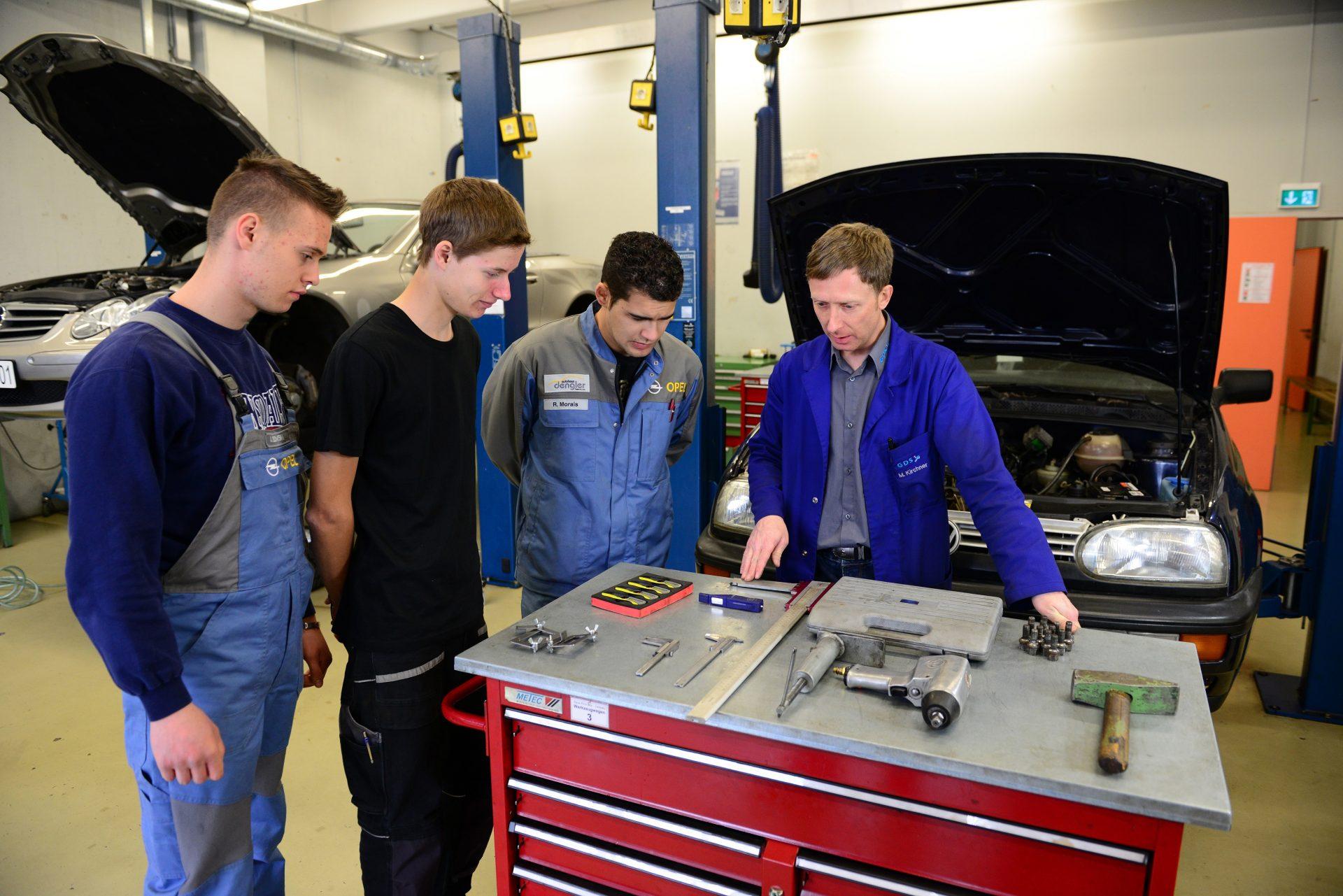 Berufsfachschule Ausbildung zum/zur Kraftfahrzeugmechatroniker/in